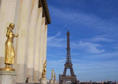 Trocadero-Gold-Statue-view-of-the-Eiffel-Tower-SK