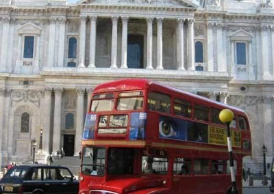 UK---London---St-Pauls-&-Routemaster